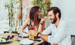 飲みに誘う女性の心理とは?紳士のマナーで対応!
