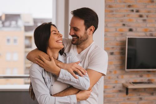 バックハグする心理になる女性への愛情