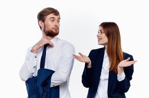 顔がひきつる心理からわかる相手の本音とは?