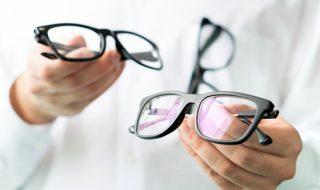 目が悪いのにメガネをかけない人の心理とは