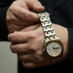 腕時計を外す心理は女性を落とす必殺技