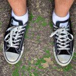靴のかかとを踏む人の心理と特徴について