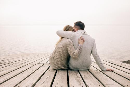 見つめ合うときの心理はどんなもの?2人の距離を知る秘訣