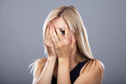 顔を隠す心理にはどんな思いがあるのか見ていこう!