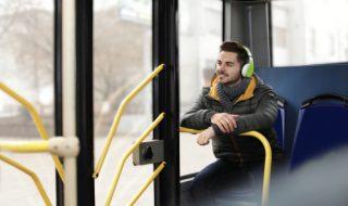 バスの一番後ろに座る心理には意外な理由が!