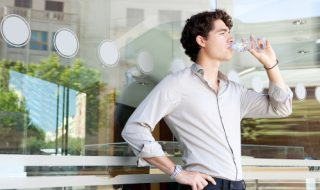 水をよく飲む人の心理と特徴を知ろう