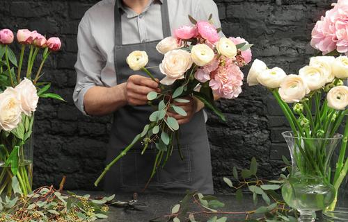 花が好きな心理・男性が花で癒されたい時