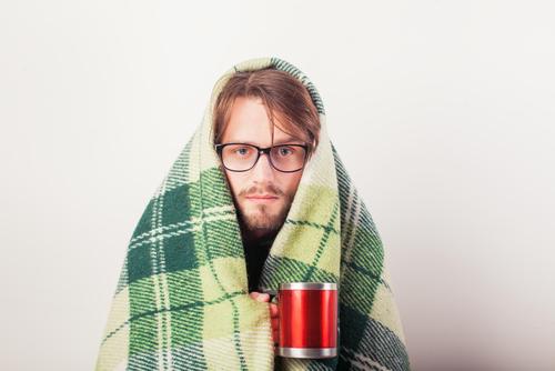 夏でも毛布を使う心理は寂しがり屋だから?