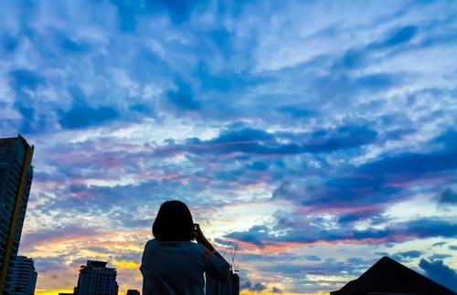 空を見るのが好きな心理でわかる思い