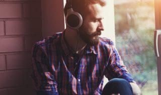 失恋ソングを聞きたい心理と気分転換するコツ