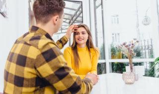 髪を伸ばす心理・女性がイメチェンする理由