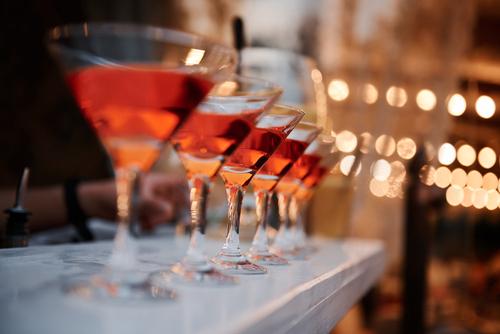 飲みすぎる人の心理的な原因と対策について