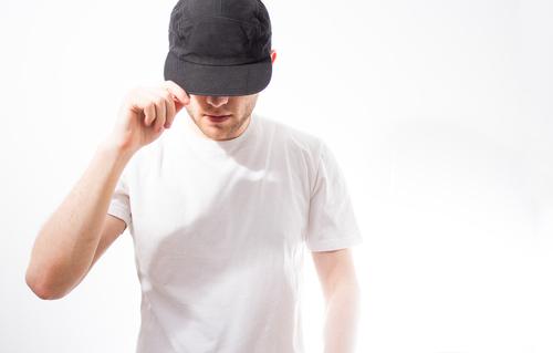 帽子を後ろかぶりする心理からわかる性格