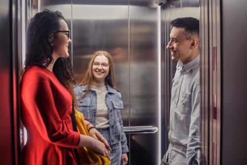 エレベーターの立ち位置の心理で人柄がわかる