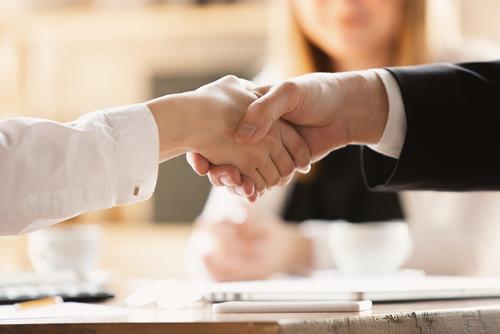 仕事の愚痴をこぼす心理と相手との関係