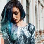 派手な髪色にする心理は心境の変化のため?
